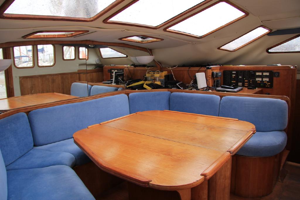 le bateau int rieur nevermind. Black Bedroom Furniture Sets. Home Design Ideas